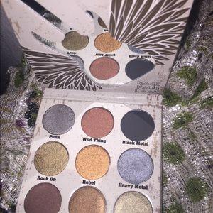 Crown eye shadow palette